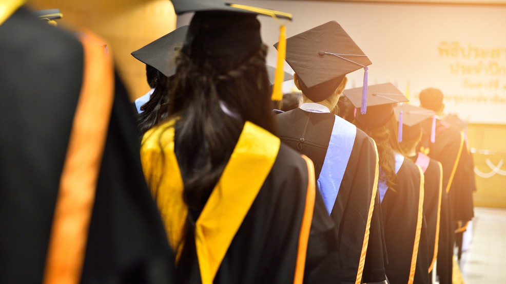 Uf Commencement Fall 2020.Uf Changes 2020 Graduation Ceremony Plans After 2019 S Was