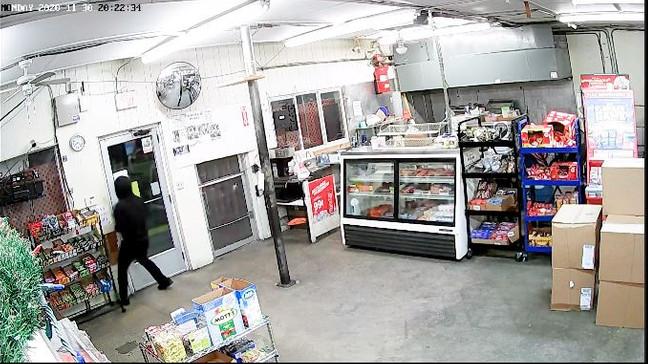 Mỹ bắt 1 bà da đen trong vụ cướp cửa hàng khiến vợ chồng gốc Việt chết 36d485d2-426f-4413-ac4d-4cfa704d7ed7-medium16x9_1215_shooting3